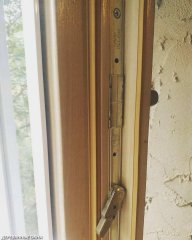 Фурнитура Maco в деревянном окне