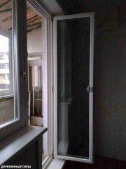 Балконная дверь из лиственницы