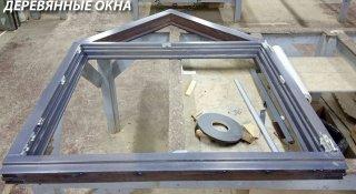 Окно с треугольной фрамугой
